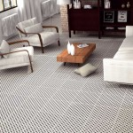 czarno biala podłoga w salonie