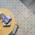 małe płytki na podłogę