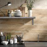 płytki drewnopodobne na ścianie
